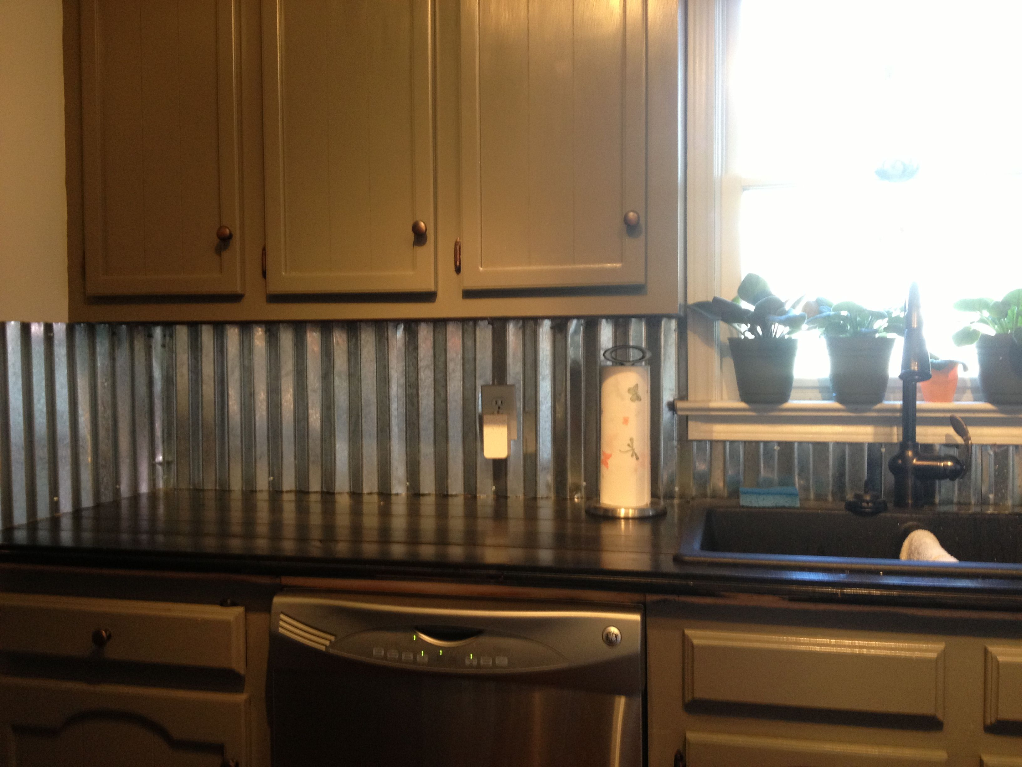 Corrugated metal backsplash kitchen counter tops for Kitchen colors with white cabinets with rusted metal wall art