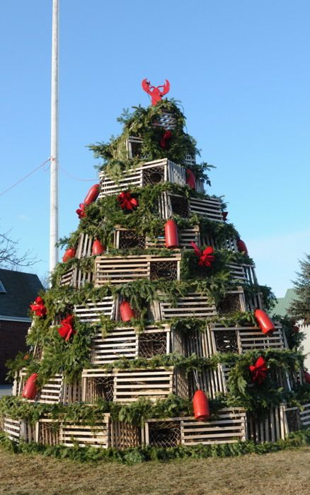 I Saw A Lobster Trap Christmas Tree On Hgtv Much Ger Than This One Though