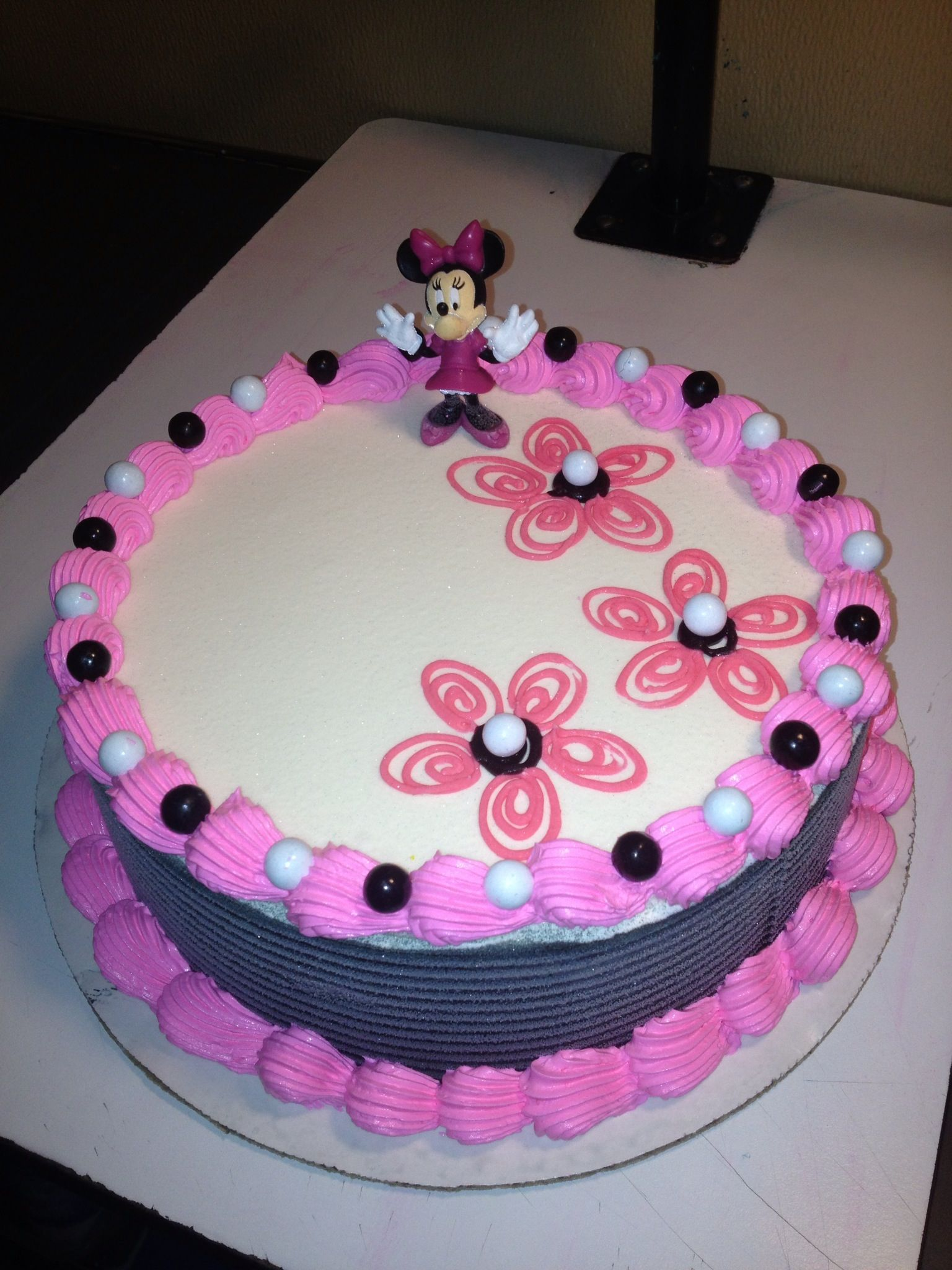 DQ cakesDairy Queen Cakes Minnie Mouse Piping Ideas