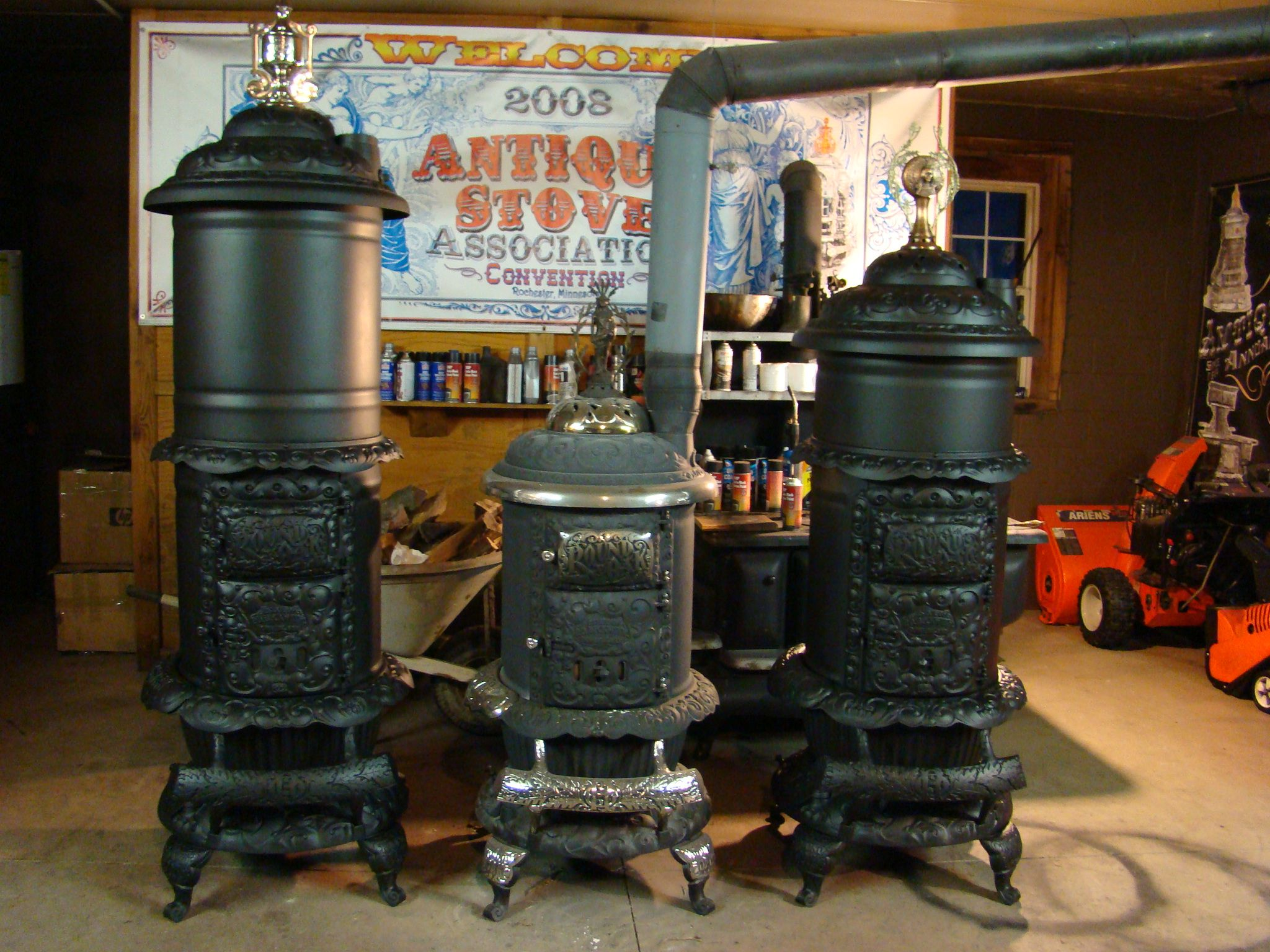 Rusty iron ranch antique stoves round oak stoves for Queen pellet