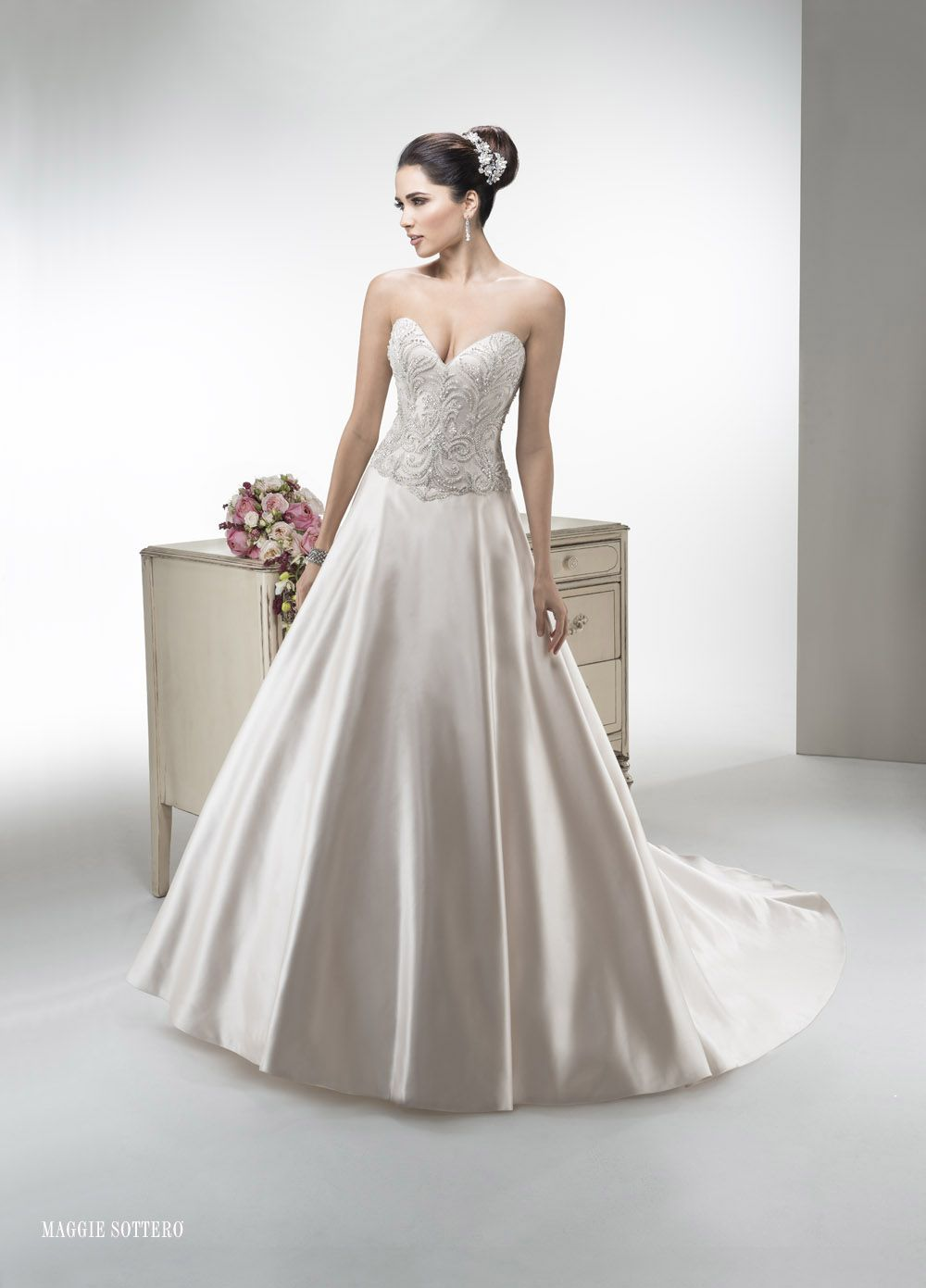 TRENDY MAGGIE-32 abiti da sogno, per #matrimoni di grande classe: #eleganza e qualità #sartoriale  www.mariages.it