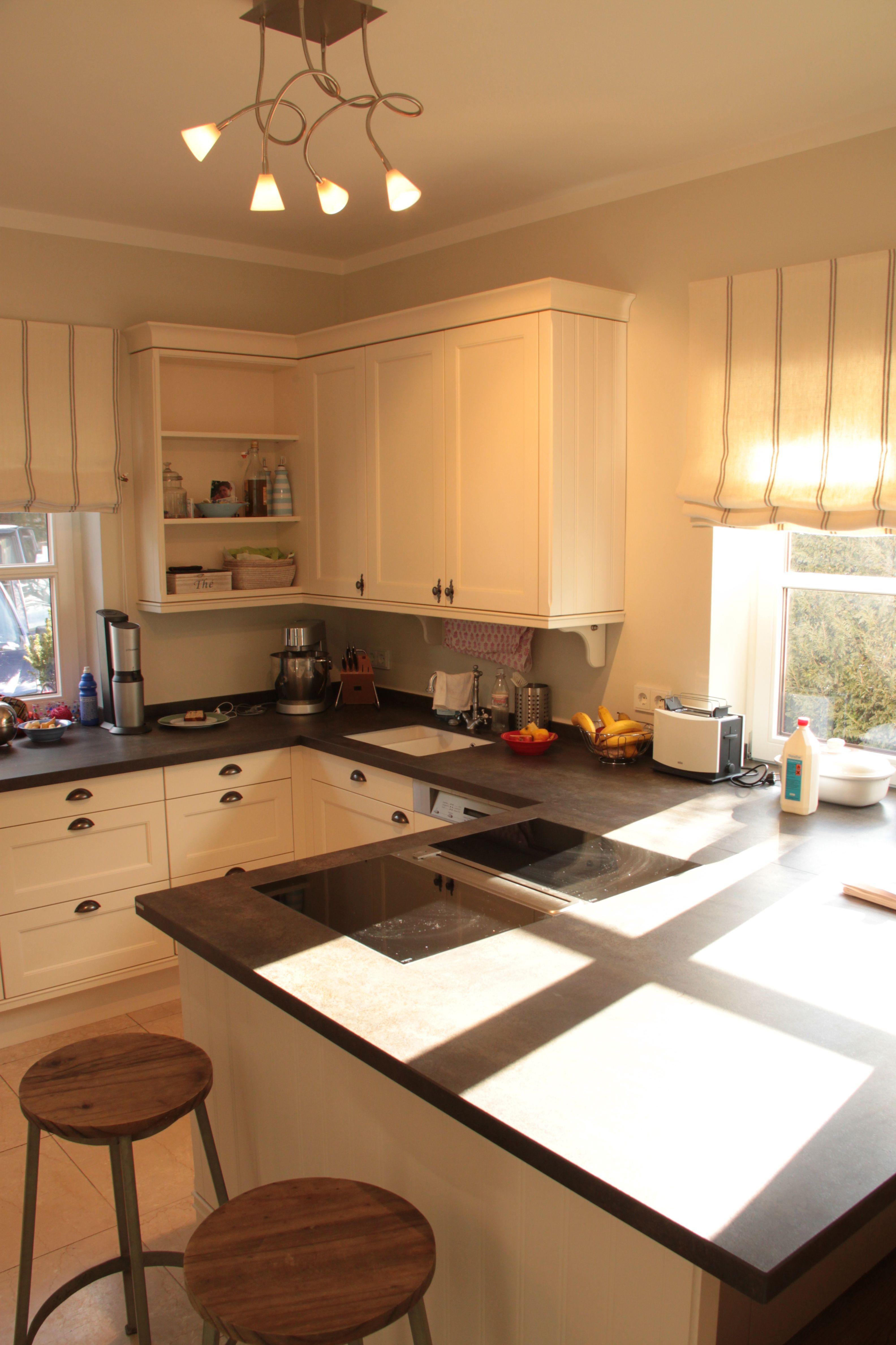 Küche weiß lackiert mit #Arbeitsplatte aus #Stein | Küchen und ...