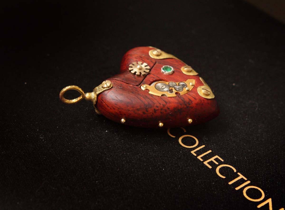 """Heart"" (wood,peridot) -USB FLASH by Vitaliy Ezhov"