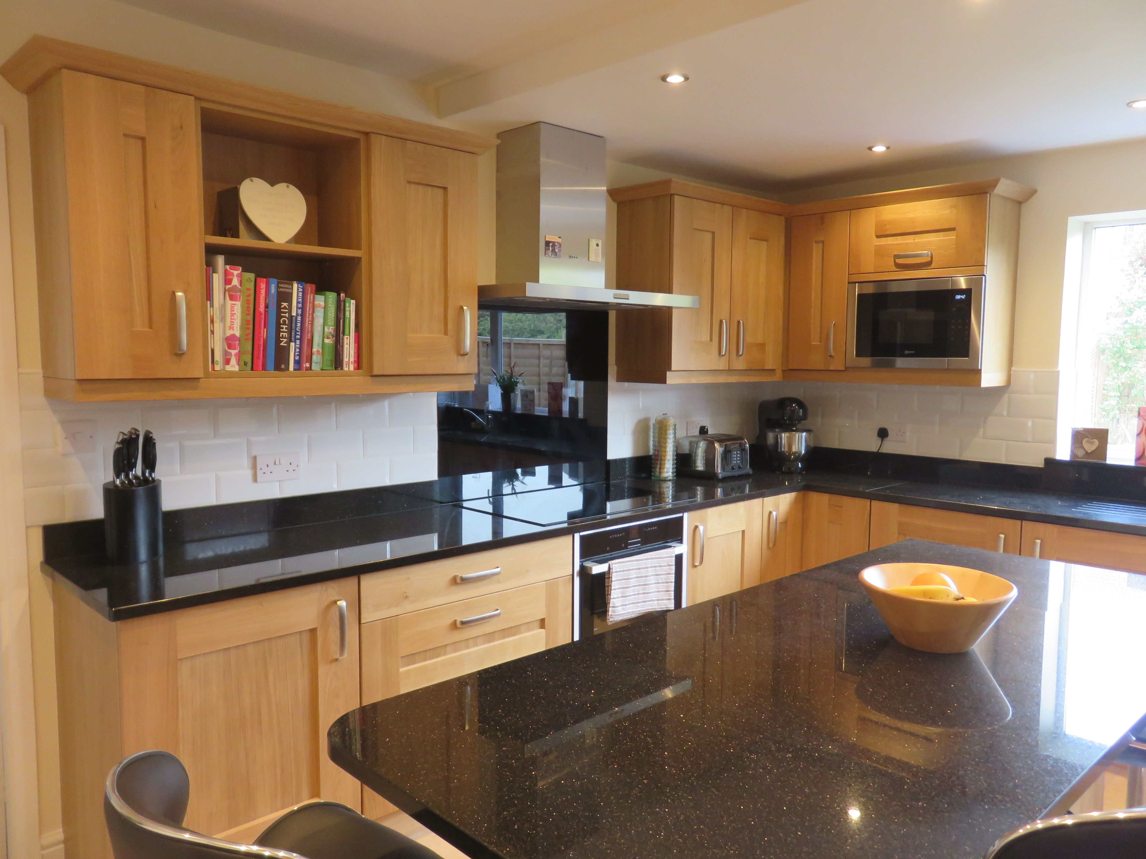 Clonmel Knotty Oak Shaker Kitchen The Gallery Fitted Kitchens Beech Kitchen Cabinets Kitchen Fittings Kitchen Dinning Room