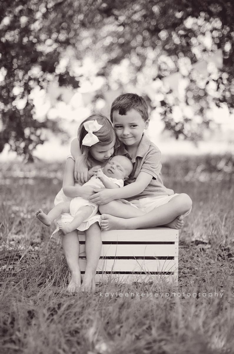 Cute sibling picture this is never going to happen lol - Idee cadeau beau frere ...