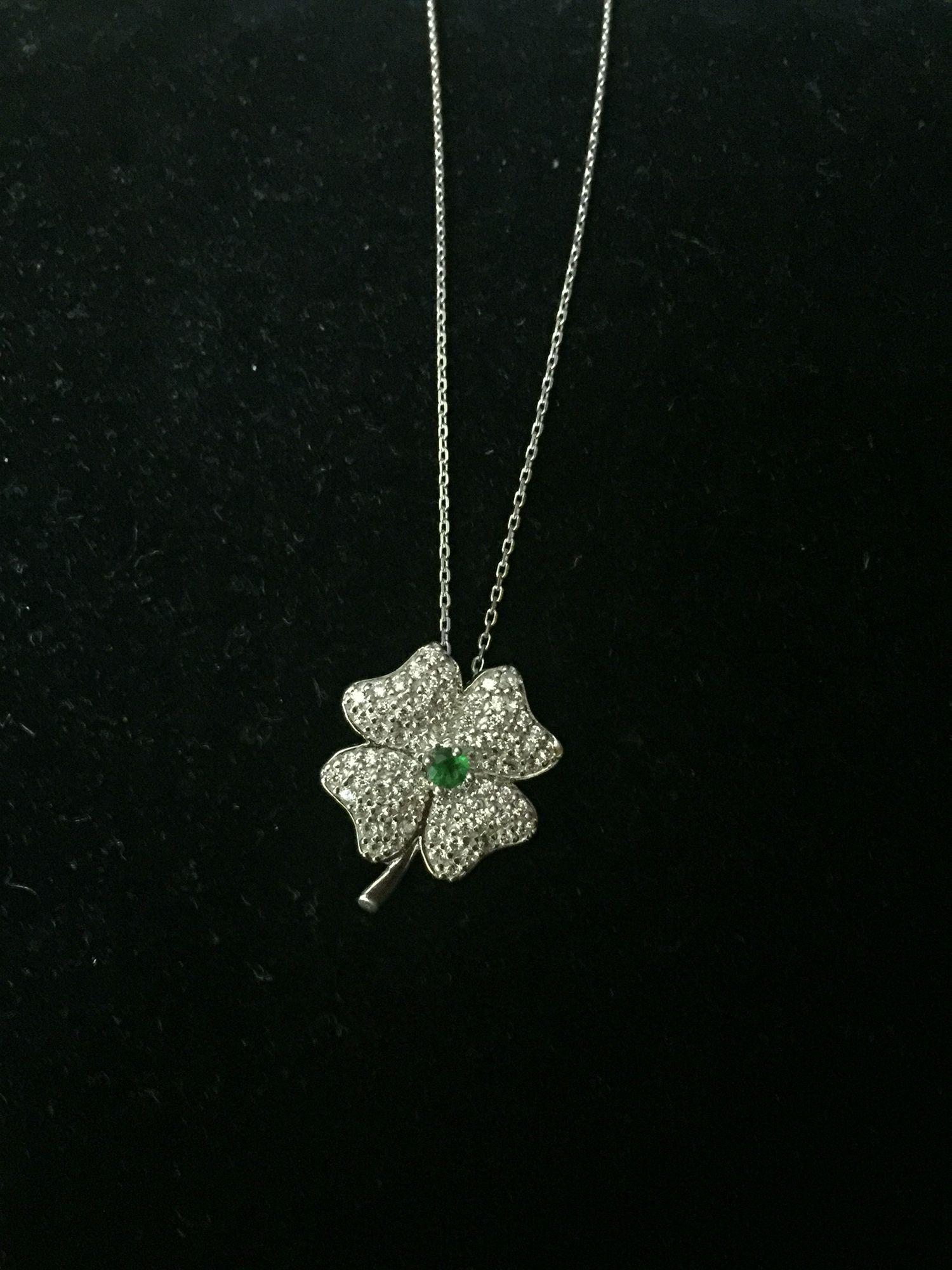 Increíble collar de plata con incrustaciones TRÉBOL.  #accessories #luck #fashion #buy #beautiful   Info. 9991279852  Envíos a todo México / Shipping