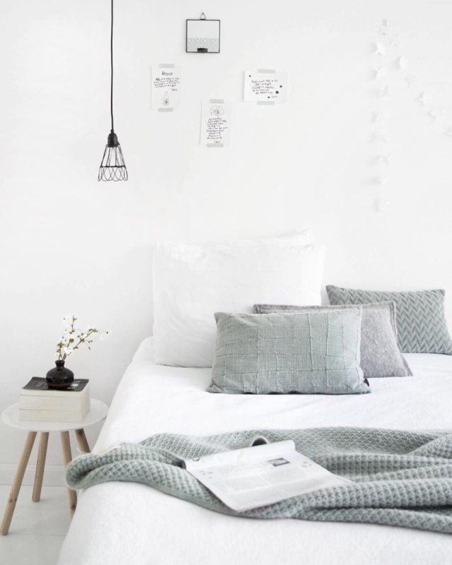 Grey Bedroom Ideas With Calm Situation: Minimal White And Grey Bedroom Really Like Simple Bedrooms