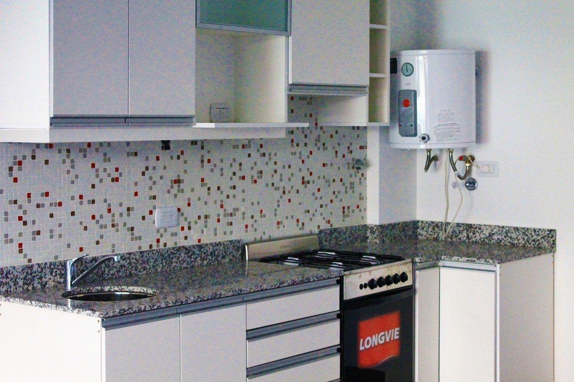 Cocinas blancas con venecitas buscar con google depto for Ideas cocinas blancas
