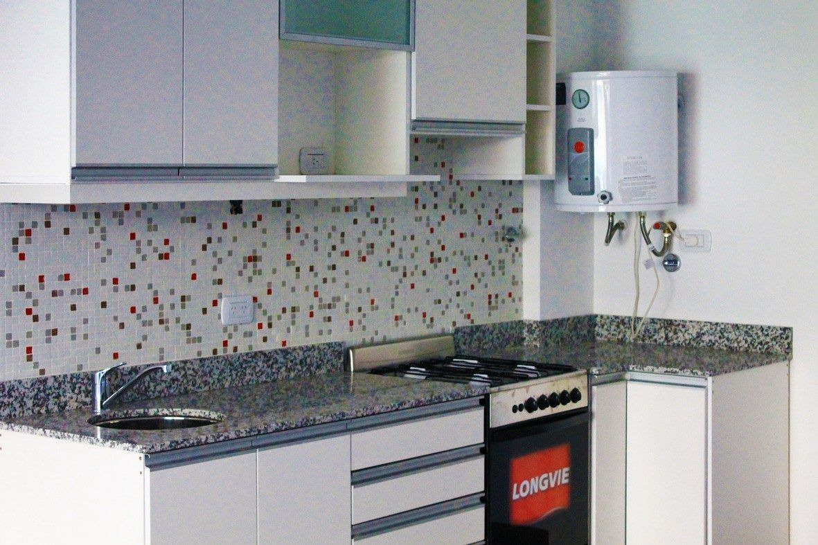 Cocinas blancas con venecitas buscar con google depto for Cocinas integrales blancas