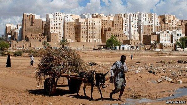 US threatens military intervention as UN warns of �disintegration� in Yemen
