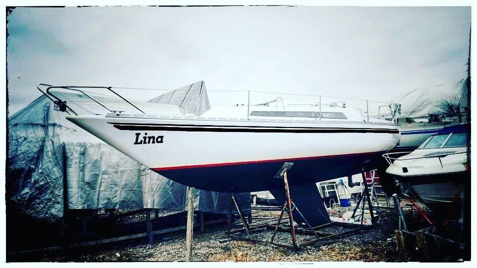 Photoshopattu uudet raidat ja nimi keväällä maalataan. #Lina #purjehdus #purjevene #sailing #sailboat by leponiemi
