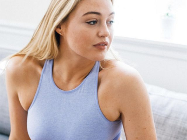 Watch Iskra Lawrence's Ab Workout For Tightening Your Waist