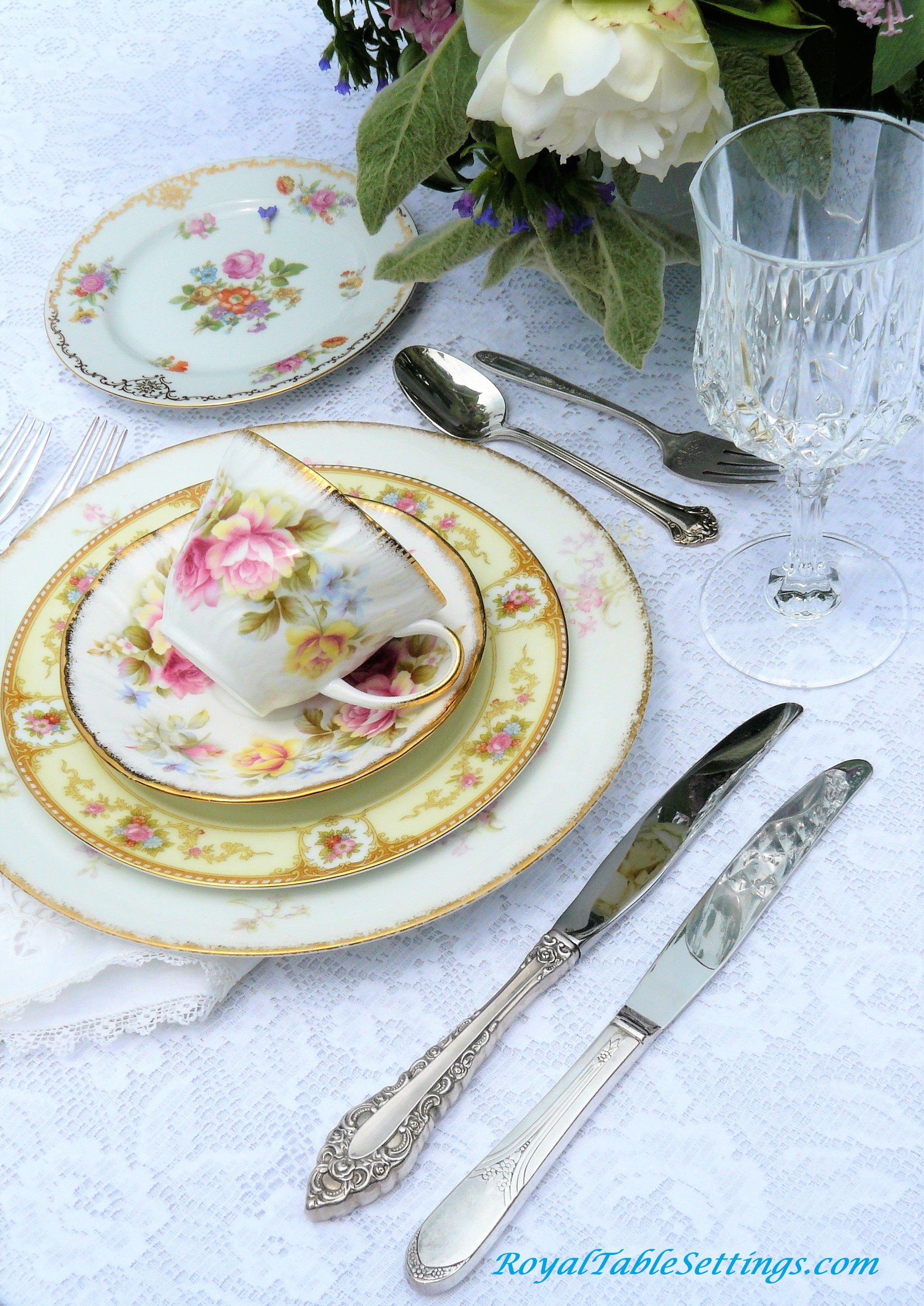 A Beautiful Vintage Table Settings For Your Shower Wedding Or Celebration Check Out All Our Vintage Vintage Table Setting Vintage Wedding Table Vintage Table