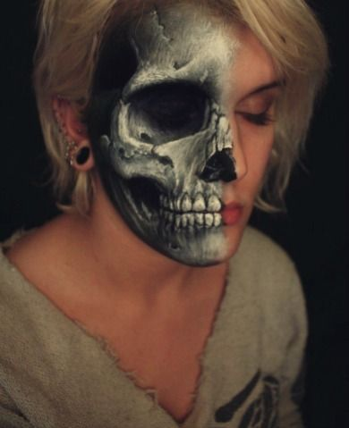 die besten 25 half skull face paint ideen auf pinterest halloween skelett make up skelett. Black Bedroom Furniture Sets. Home Design Ideas