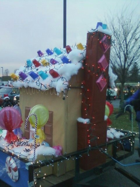 how to make a gingerbread house parade float