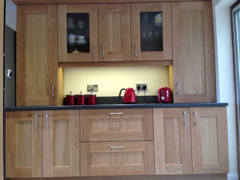 #Real #Kitchens #miltonkeynes #oakshaker #oakkitchen #laminateworktops #kitchendesign #breakfastarea #kitchendresser