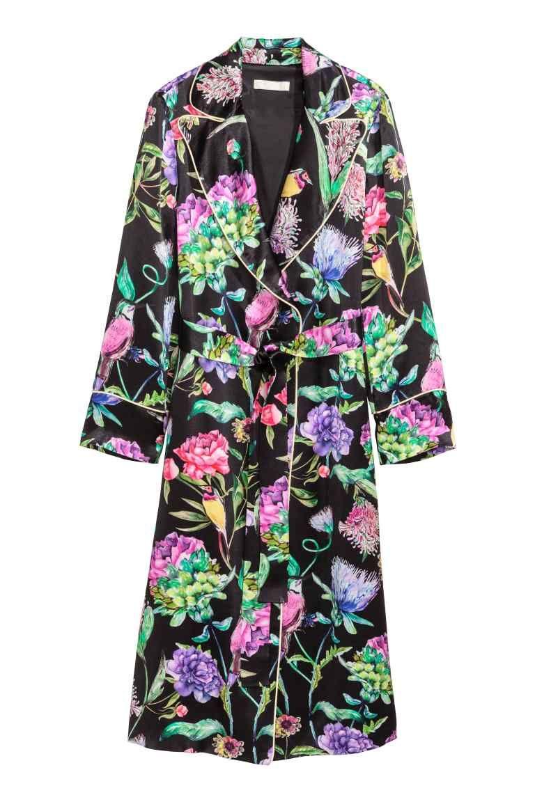 6112b4606218 Saténový kabát - Černá květovaná - ŽENY