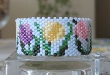 Tulips Tea Light Cover Pattern at Sova-Enterprises.com lots of free beading patterns and tutorials are available!
