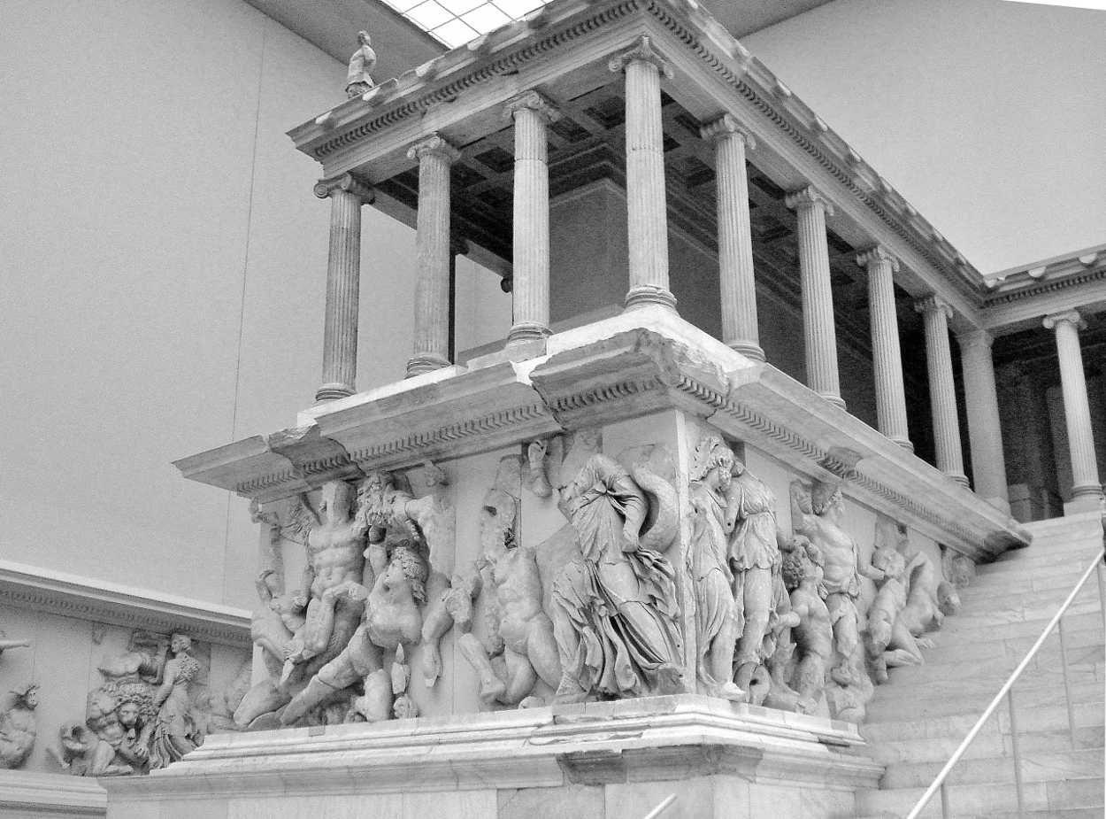 Altar Of Zeus At Pergarmun 197 159bc Pergarmun Museum Berlin You Can See On The Zeus Large Frieze The My Pergamon Pergamon Museum Pergamon Museum Berlin