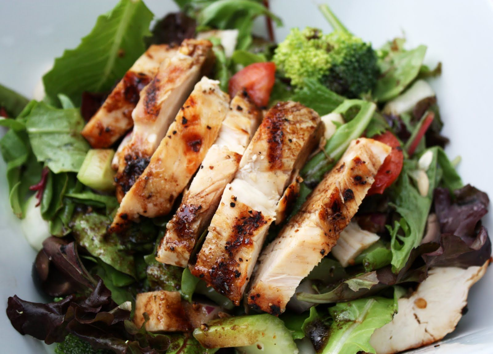 6 healthy dining hall hacks grilled chicken salad grilled chicken 6 healthy dining hall hacks forumfinder Images