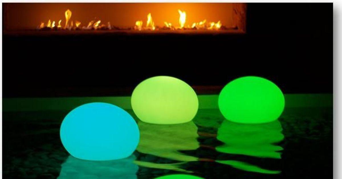 La Lampe Pour Piscines A Led Flatball Apportera Une Ambiance Magique