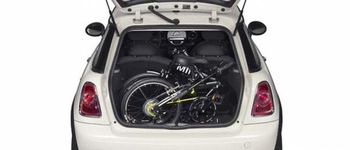 MINI Folding Bike Esta bicicleta plegable para desplazamientos urbanos se pone a la venta en negro y amarillo flúor desde 501 euros.