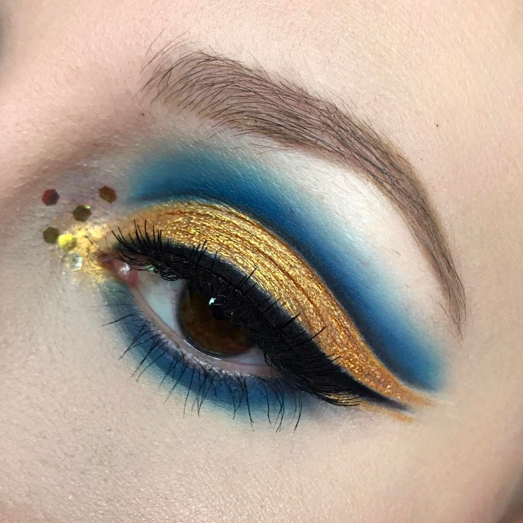 "159 Likes, 3 Comments - Mikaela (@m.j.s.makeup) on Instagram: ""Gold and blue ⭐️ used my @katvondbeauty metal matte palette for this while look along with…"""