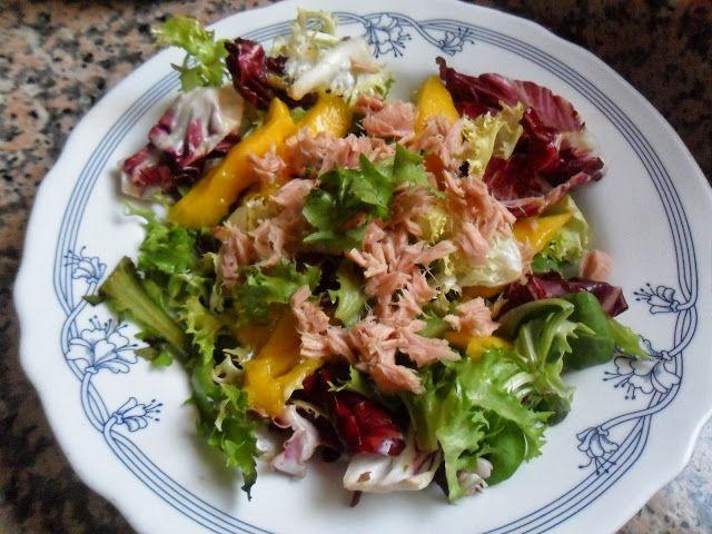 Rececatas: Ensalada de canonigos, queso feta, mandarinas y pipas de calabaza tostadas y tambien ensalada de mango y atun