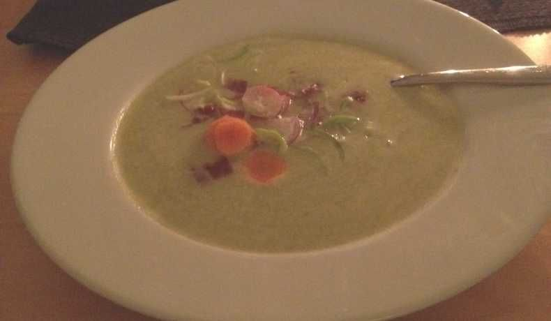 krämig vegetarisk soppa