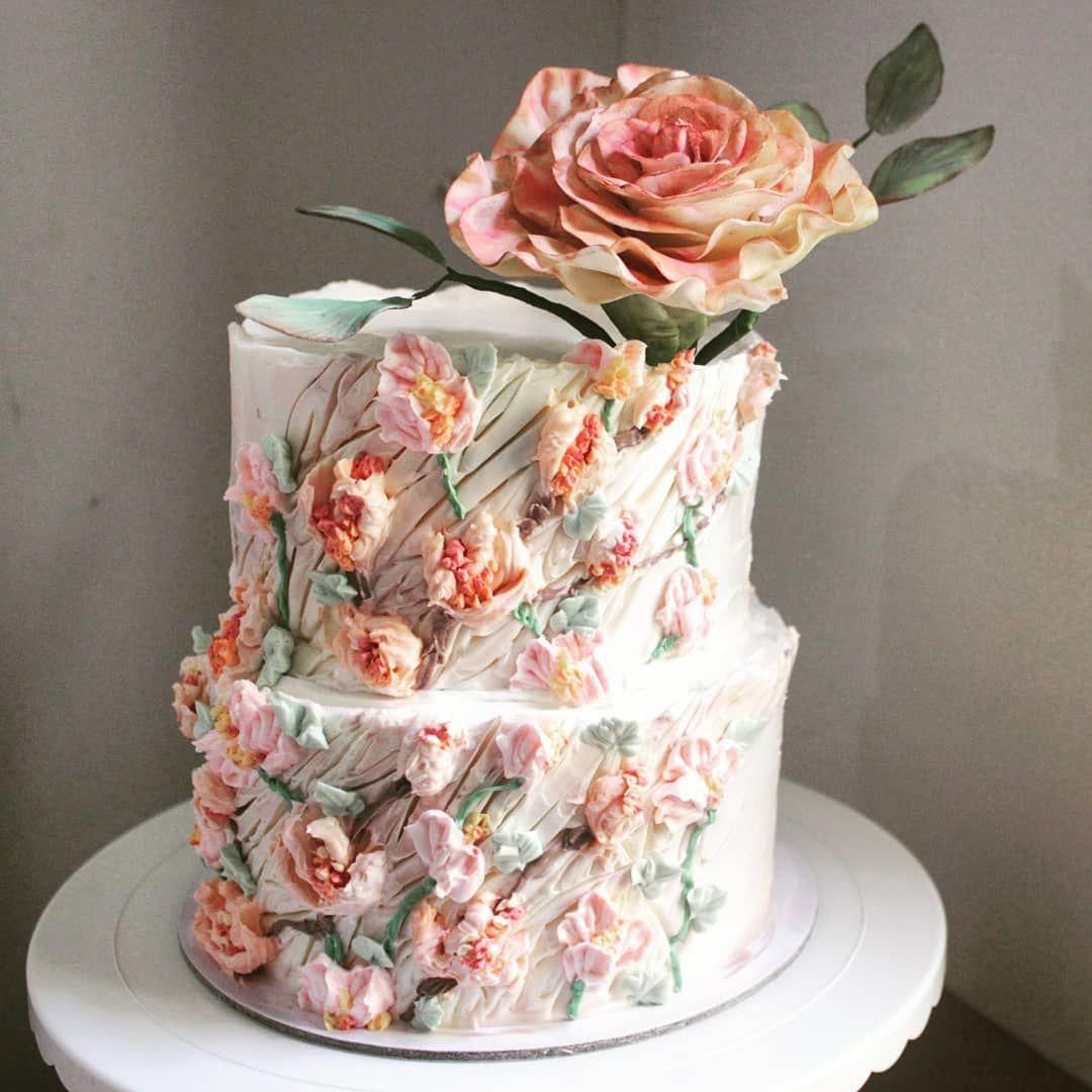 53 Fall Wedding Cakes We Re Obsessed With: Have Your Cake...and Flowers Too! 😘 . #LADYCakeShop