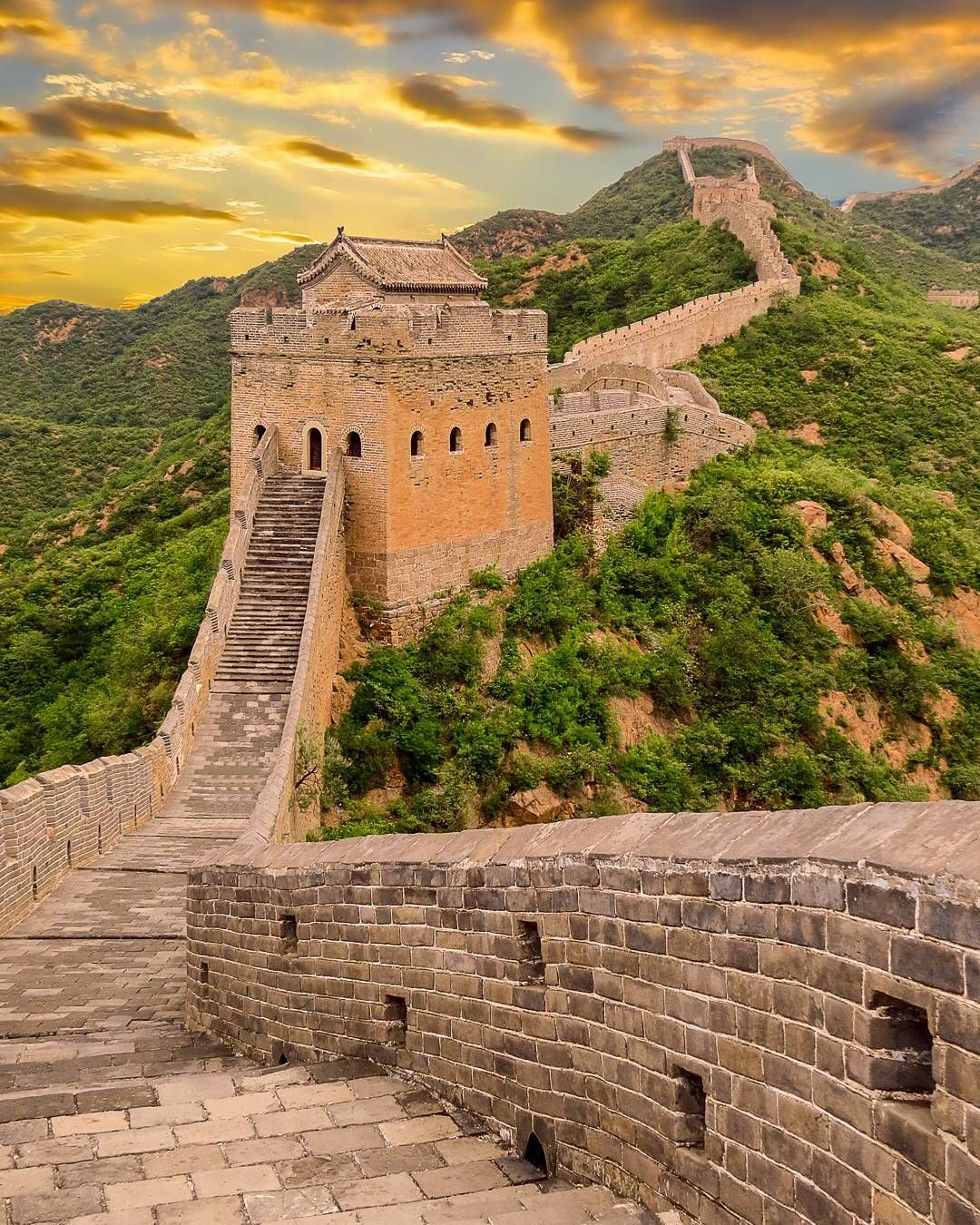 sunset views over the great wall of china jinshaling on great wall of china id=74851