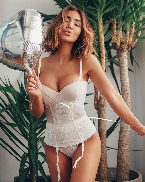 Asiatique porno star gros seins