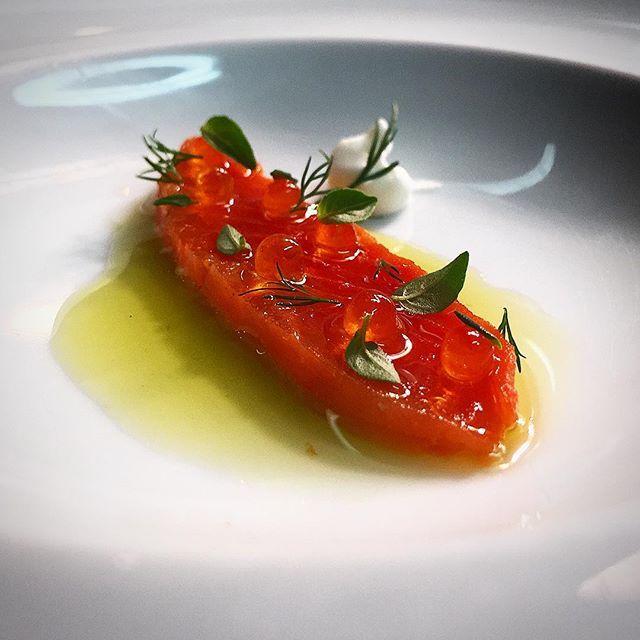Com saudades: Salmão do Alaska defumado creme azedo e ovas de truta!  #tbt  #finedinning #finedinning #chefstalk #chefsroll #quetempobom #theartofplating #artofplating #foilindo #foodie #foodsp #foodart #foodporn #foodgasm #salmon #alaskaseafood #truecooks #gastroart #gastrogram #forza #benvenuto #amuse #amusebouche #simple #simplicita by luizfilipe