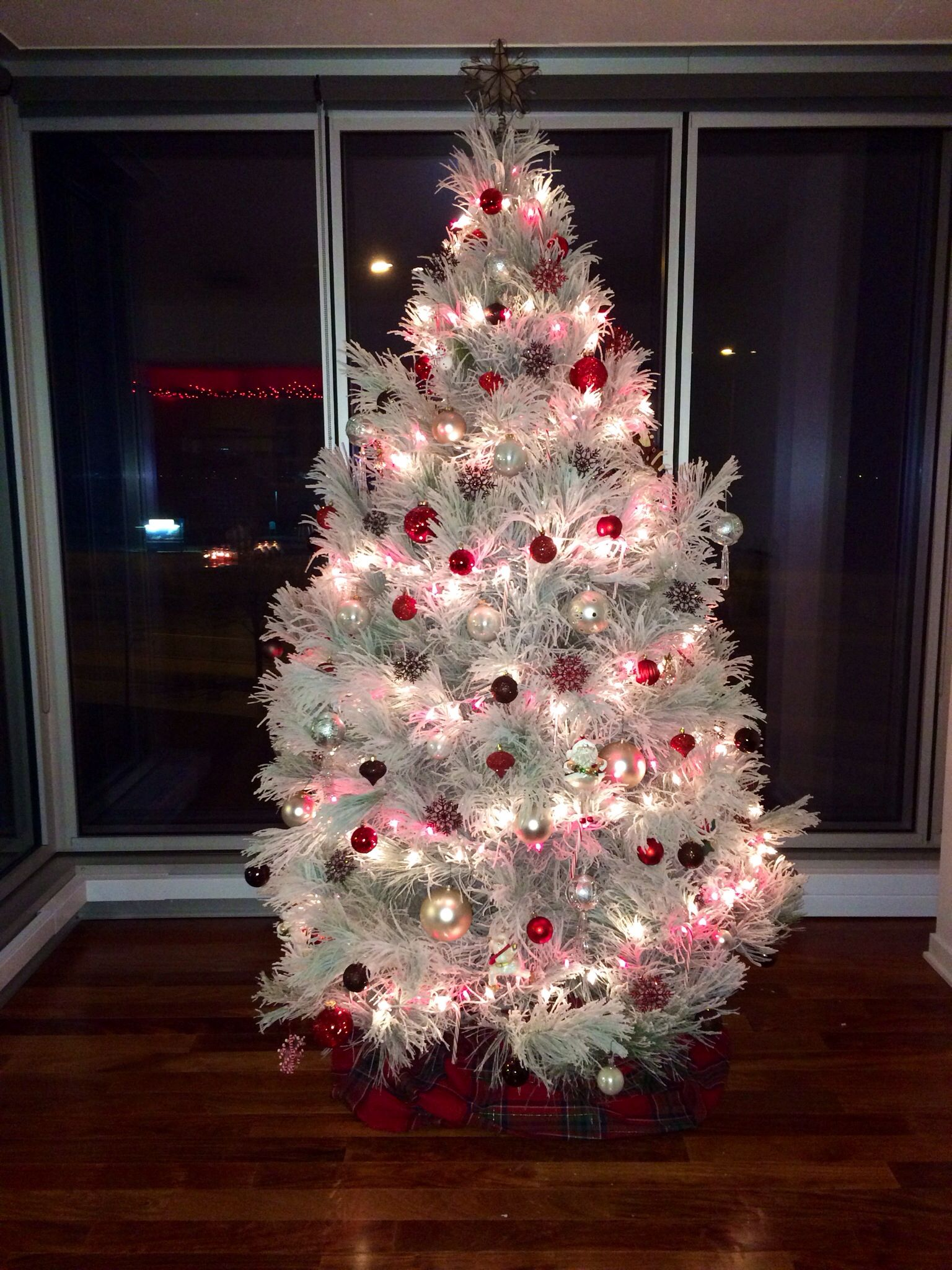 Decorate the christmas tree fa la la la - This Is What A Real Live Flocked Christmas Tree Looks Like Beautiful Full Branches