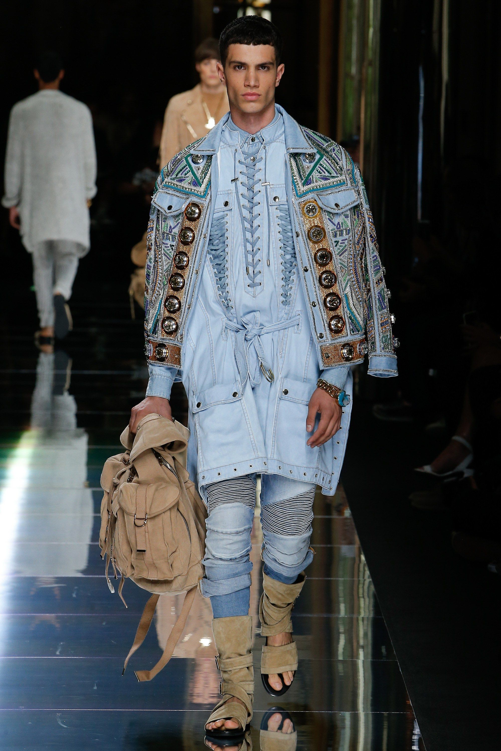 3 Must-See Moments From Balmain's AW15 Show (Including Kim Kardashian's New Blonde Bob) foto