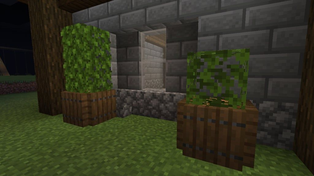 A Few Vines Can Make The Difference Between A Simple Leaf Block And A Nice Hanging Plant Detailcraft Minecraft Designs Minecraft Castle Minecraft Crafts