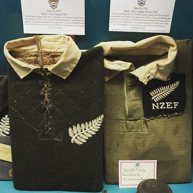 The stage is set for the naming tomorrow of the All Blacks team to play France in the #RWC2015 quarterfinal. It's taking place at @swansearfc which has some stunning memorabilia. Check out the 1924 Invincibles jersey from when Swansea played the iconic touring team in front of a crowd of 45,000. Alongside it is a jersey from the famous New Zealand Expeditionary Force rugby team of 1945-1946 which toured Europe and the UK. #RWC2015 #TeamAllBlacks #AllBlacksHistory