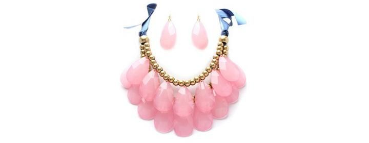 Make a splash this summer with a colorful statement necklace! $15 on DealChicken.com. #summerjewelry