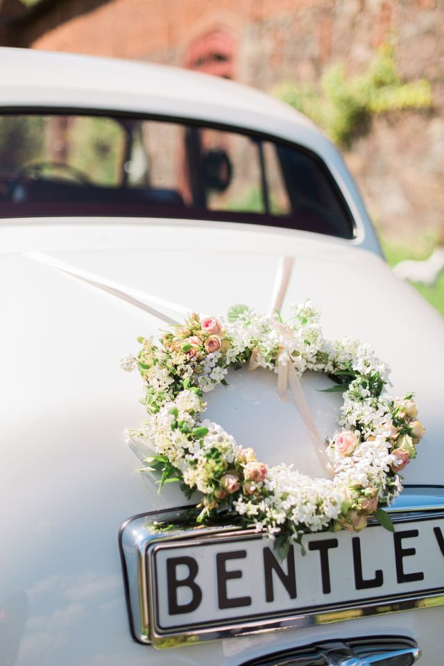 lush green wedding ideas autodekoration f r die hochzeit. Black Bedroom Furniture Sets. Home Design Ideas
