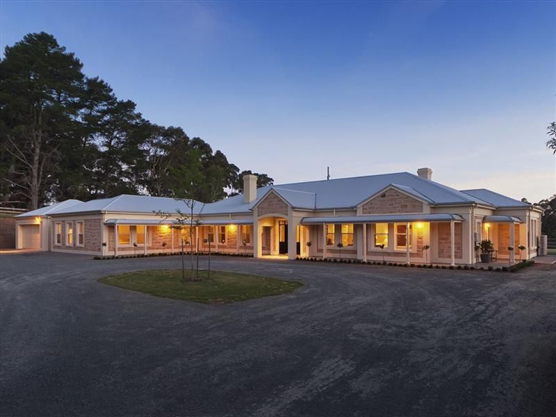 typical large country Australian home | Country home ...
