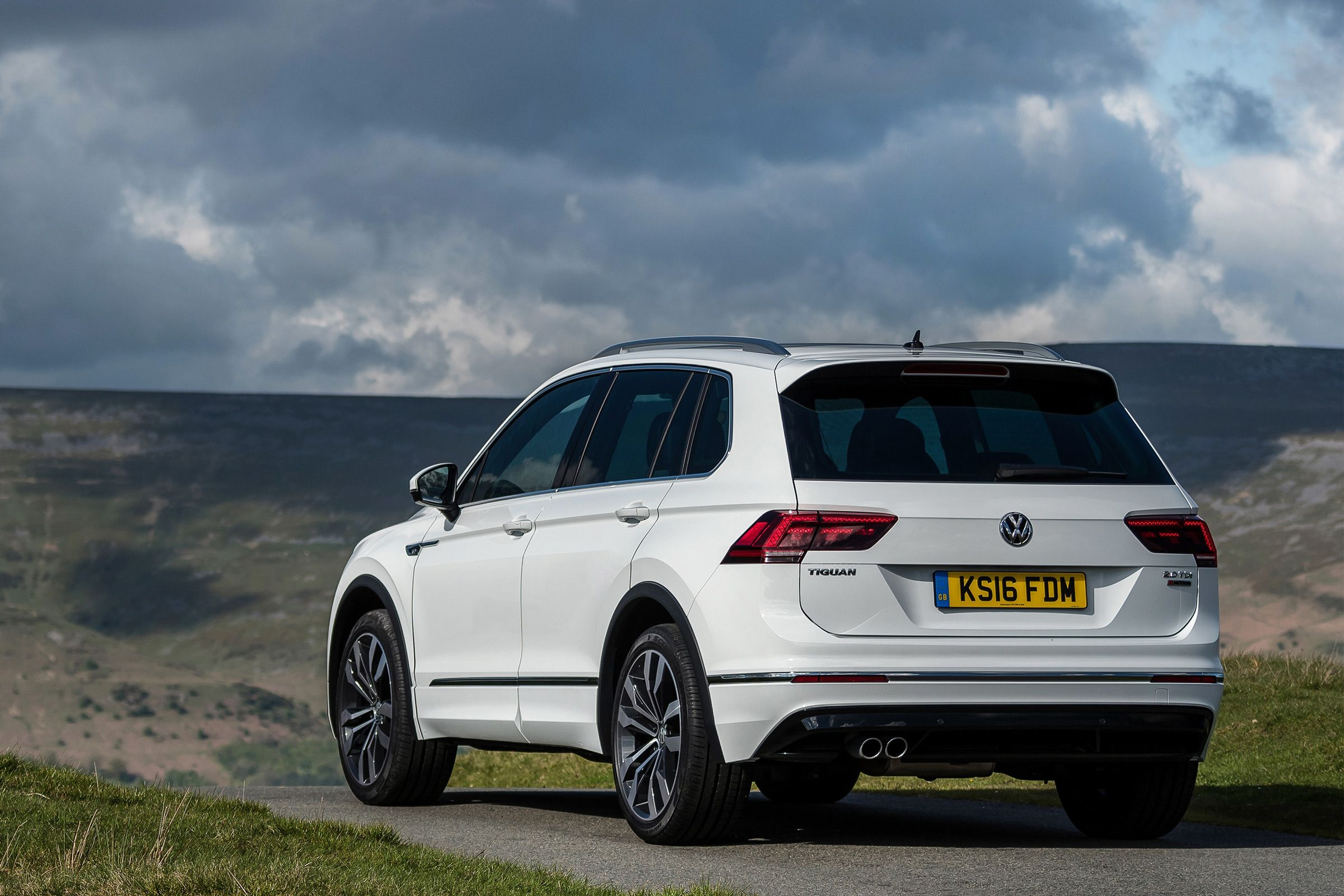 Volkswagen tiguan 1 4 tsi 110 kw dsg 2016 review cars co za vw pinterest volkswagen cars and compact suv