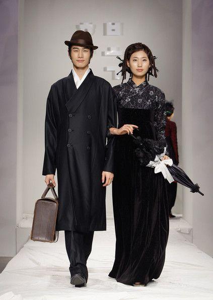 18aabf364 한복 Hanbok : Korean traditional clothes[dress]   Hanbok Fashion Show -  Pictures - Zimbio
