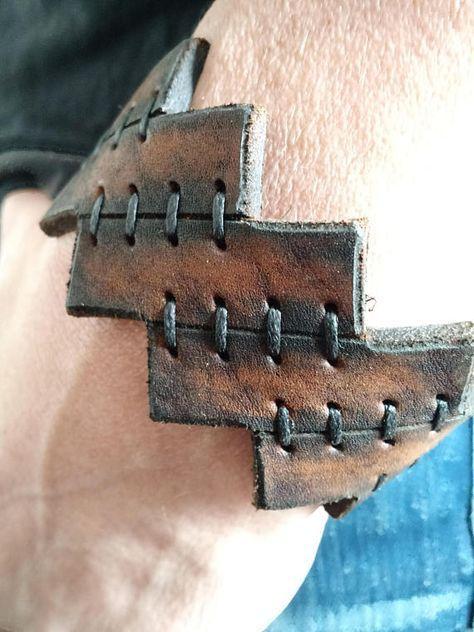 Pulsera de cuero hecha a mano