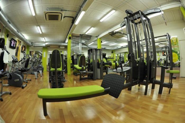 pingl par roxane trudel sur salle de gym pinterest salle de gym salle de sport et salle. Black Bedroom Furniture Sets. Home Design Ideas