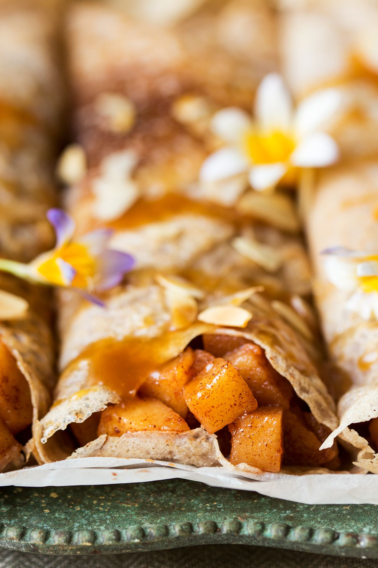 Eggless crêpes with cinnamon apples and caramel Lazy Cat