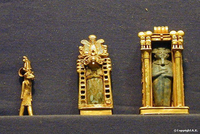 Amulettes provenant de la tombe de Psousennès Ier