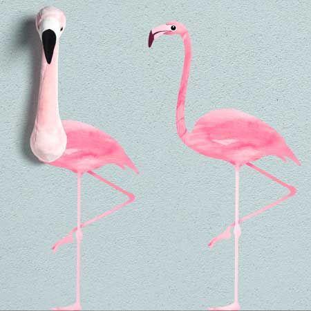 Wat mooi is deze muursticker van onze lieve flamingo Sophia! De sticker bestaat uit twee delen namelijk het hoofd en het lijf. Je kunt dus zelf kiezen of je de sticker helemaal plakt of dat je deze combineert met het pluche hoofd van Sophia die Zus & Zaak in haar assortiment heeft. Dit is een hele gave combinatie waarbij het hoofd als het ware uit de muur komt en Sophia bijna echt tot leven komt