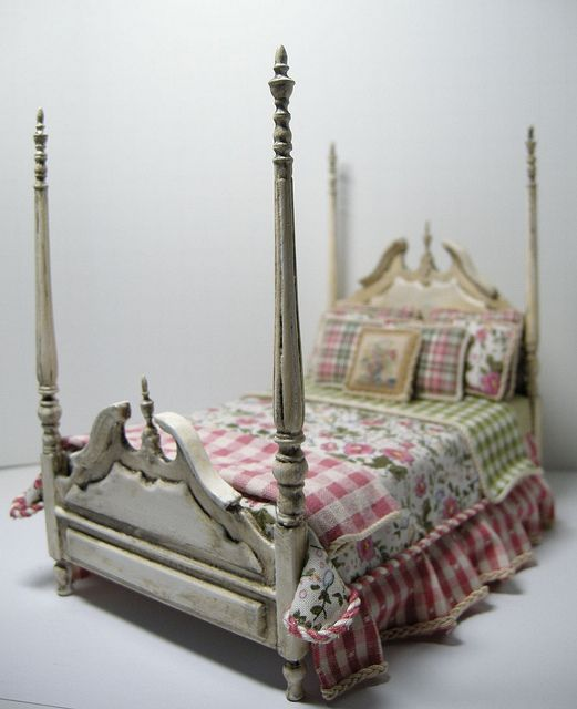 Shabby Chic Poster Bed