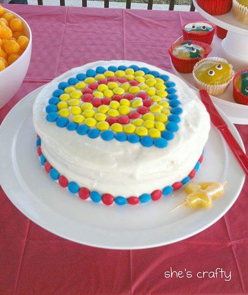 Como decorar una tarta de superheroes fiestas tematicas for Decoracion de tortas caseras
