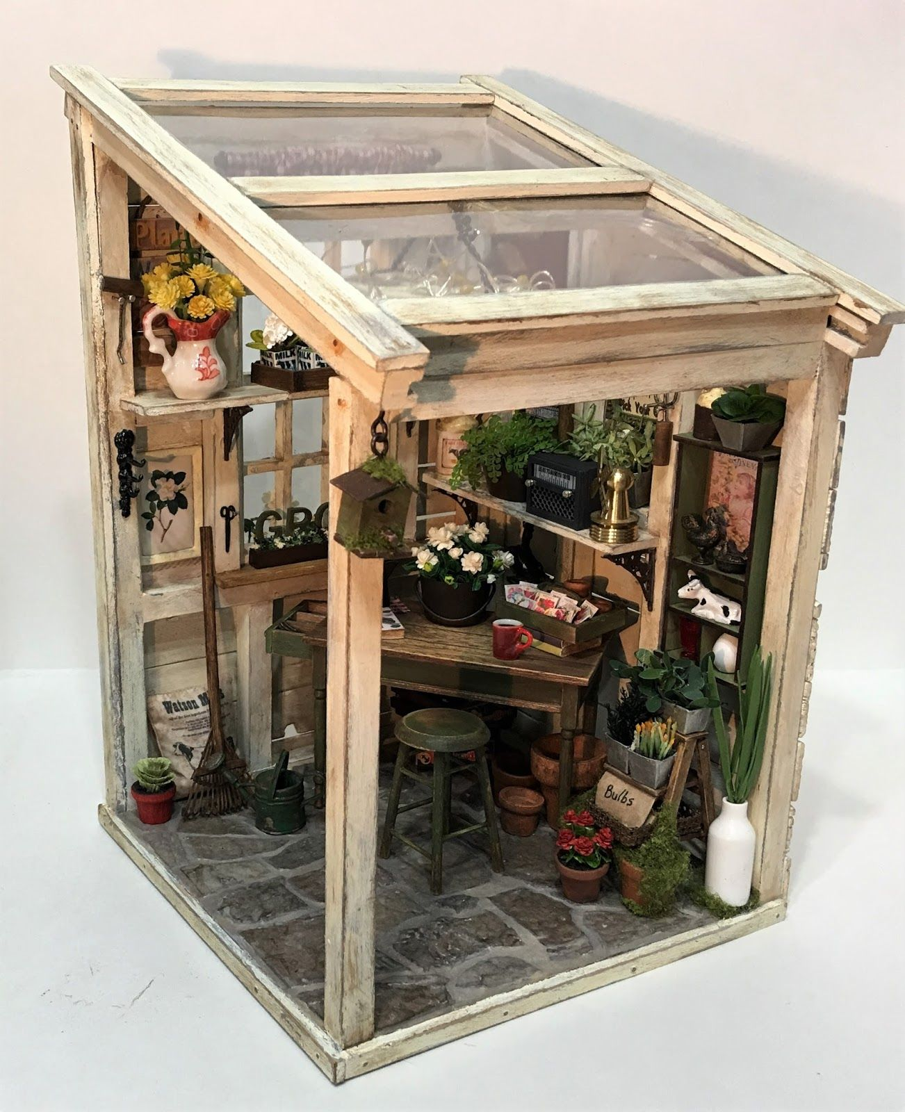 Miniature mini-greenhouse room box in 1/12 scale #miniaturekitchen